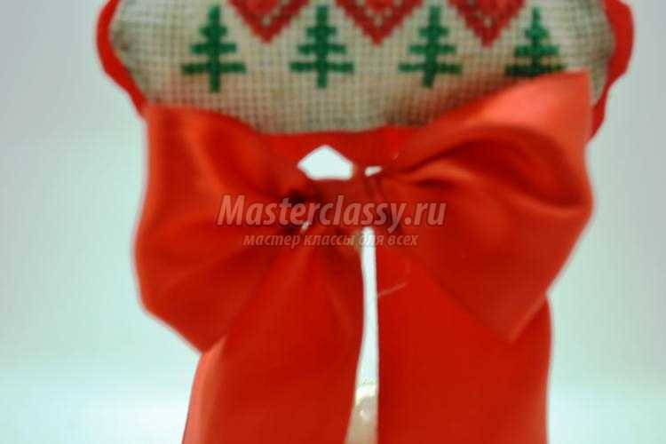 льняная елочка с вышивкой своими руками