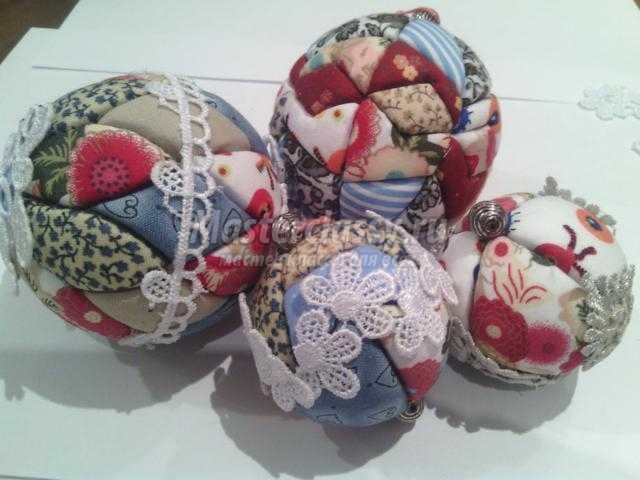 елочные шары из ткани в технике кинусайга