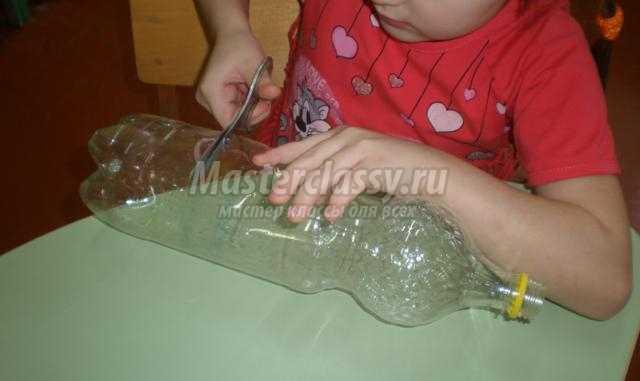 овечка из пластиковой бутылки и салфеток