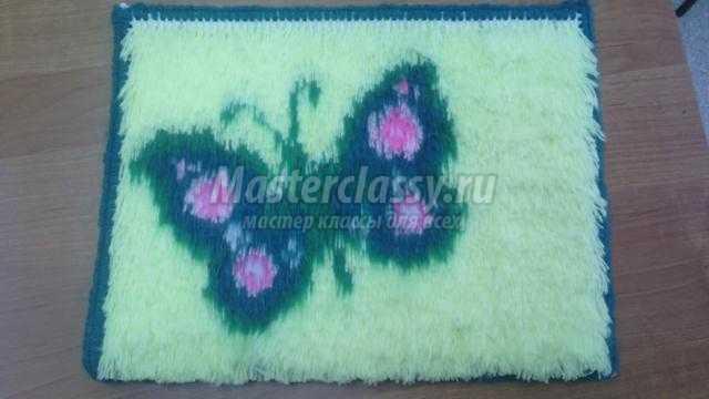 ковровая вышивка накидка на табуретку. Бабочка