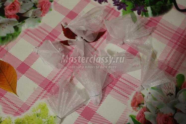 топиарий из сизали и искусственных цветов
