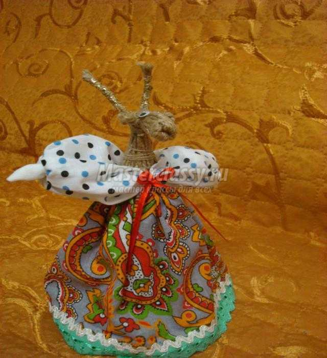 новогодний сувенир из шпагата. Козочка-травница