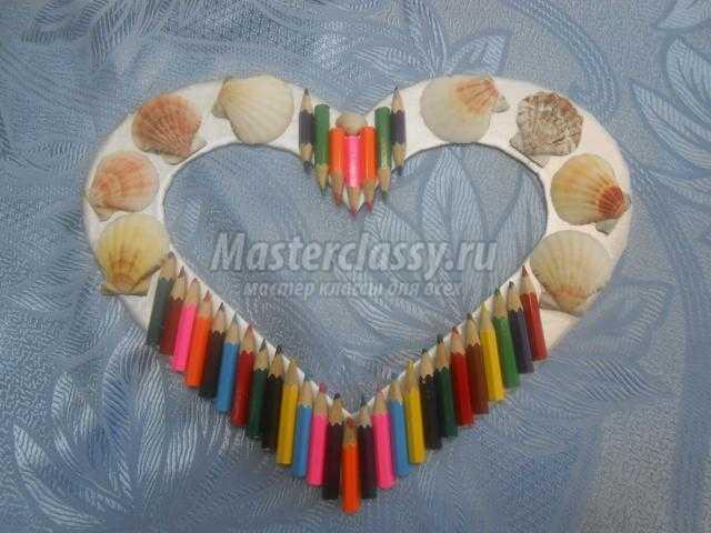 фоторамка-валентинка с ракушками ко Дню Валентина