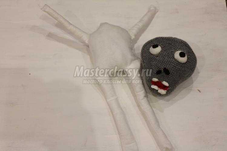 мягкие игрушки своими руками. Зомби