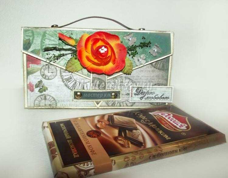 шоколадница-чемодан в технике скрапбукинг