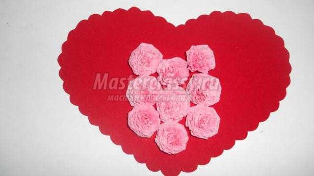 валентинка своими руками. Сердце с цветами из салфеток