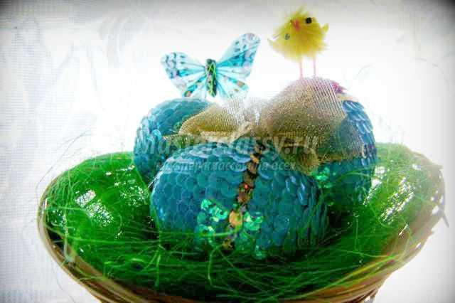 декор пасхального яйца бусинами, пайетками или бисером
