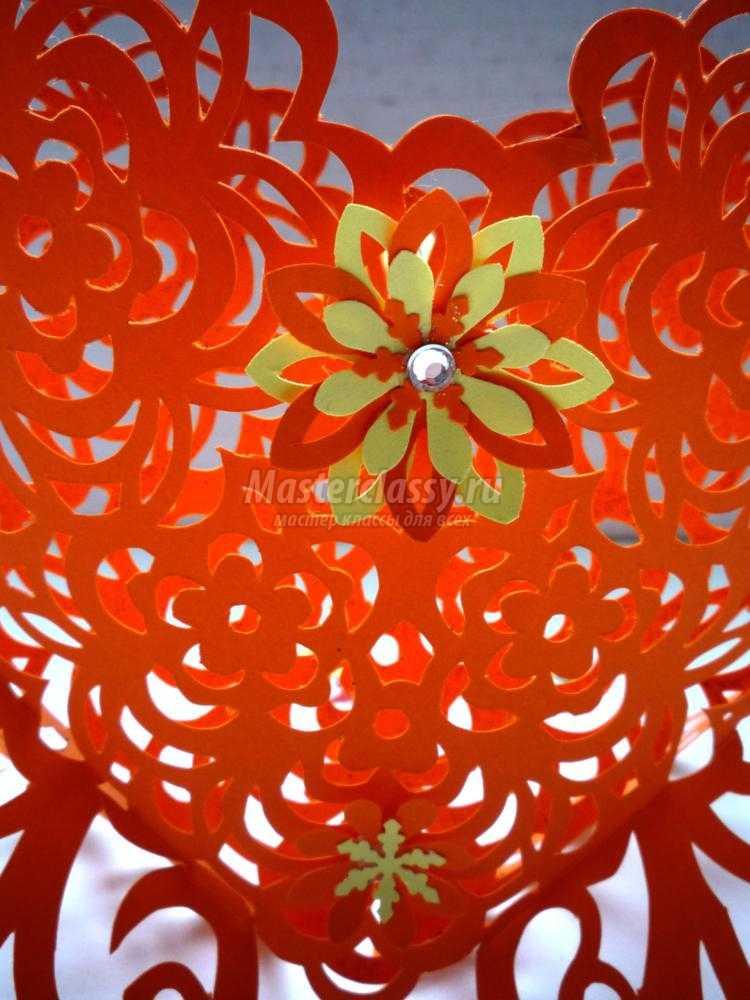 ажурное сердце в цветах в техники киригами