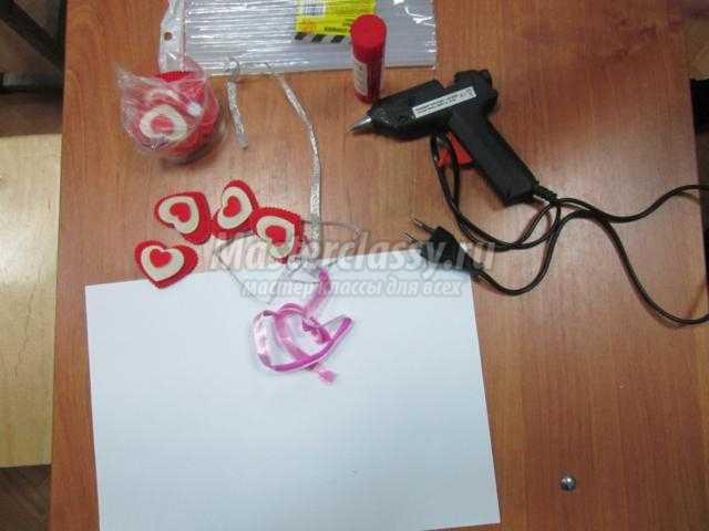 валентинка из фетровых сердечек своими руками