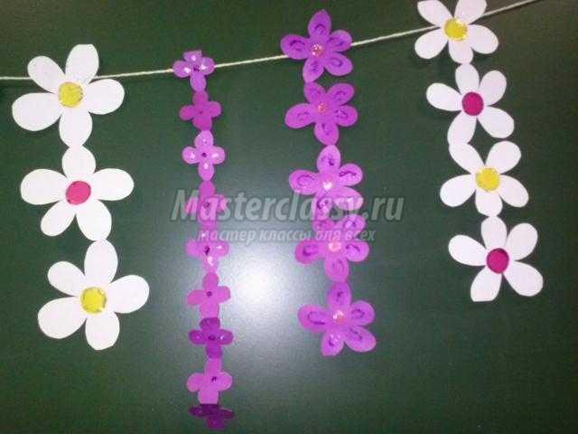 весенняя гирлянда из бумажных цветов