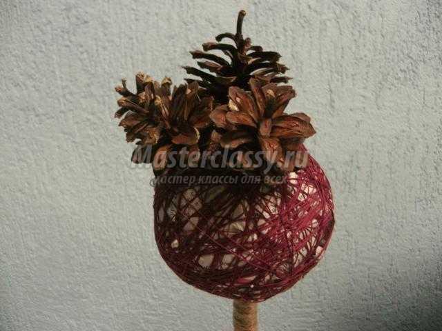 новогодний топиарий из шишек. Сосновый шар
