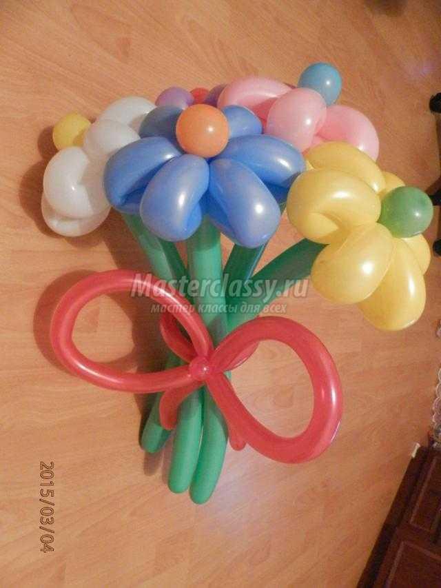 букет из воздушных шариков на 8 Марта