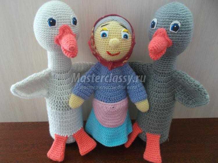 вязаные перчаточные куклы. Два веселых гуся