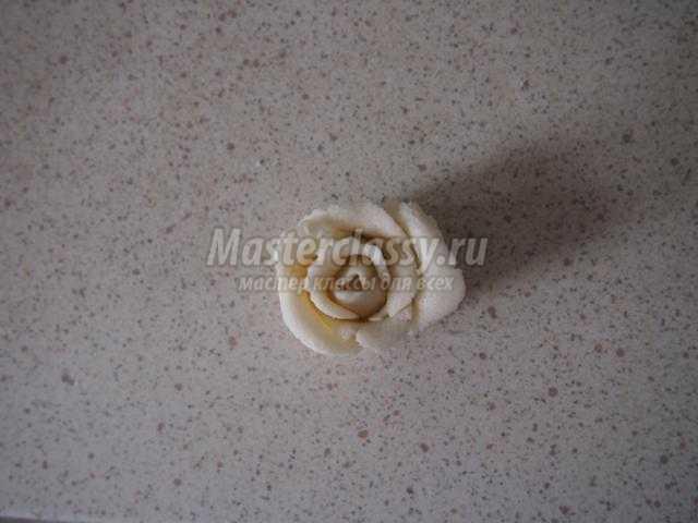 валентинка из соленого теста. Сердце с розами