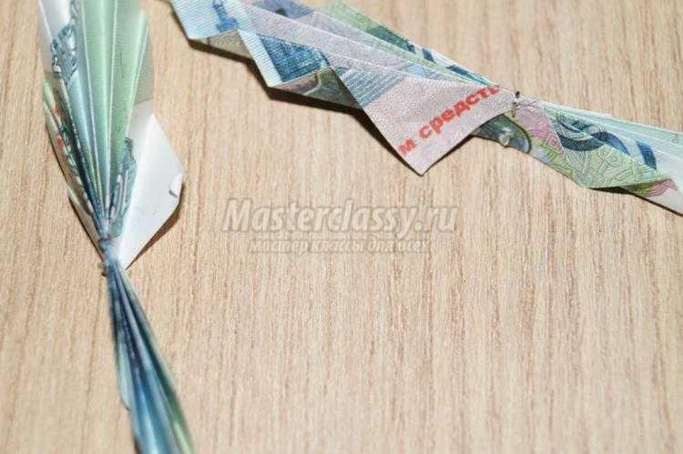 денежное дерево из купюр в волшебном горшочке