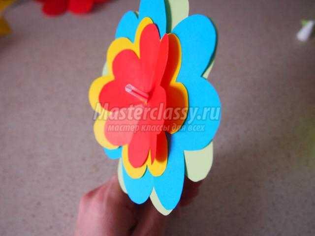 весенние поделки. Полянка с цветами из бумаги