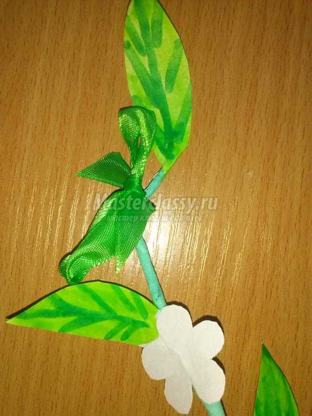 декоративная веточка с цветами из бумаги