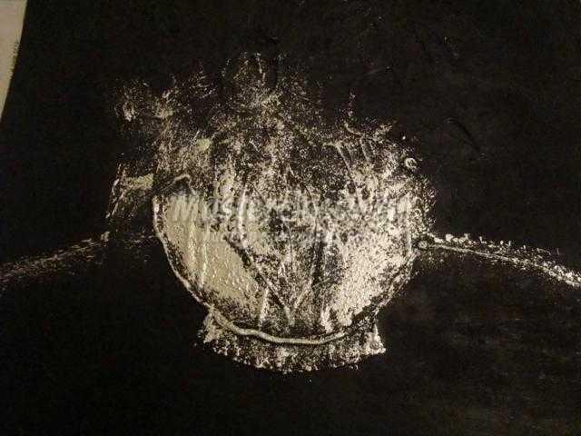 картина гуашью и клеевым пистолетом. Цветы в вазе