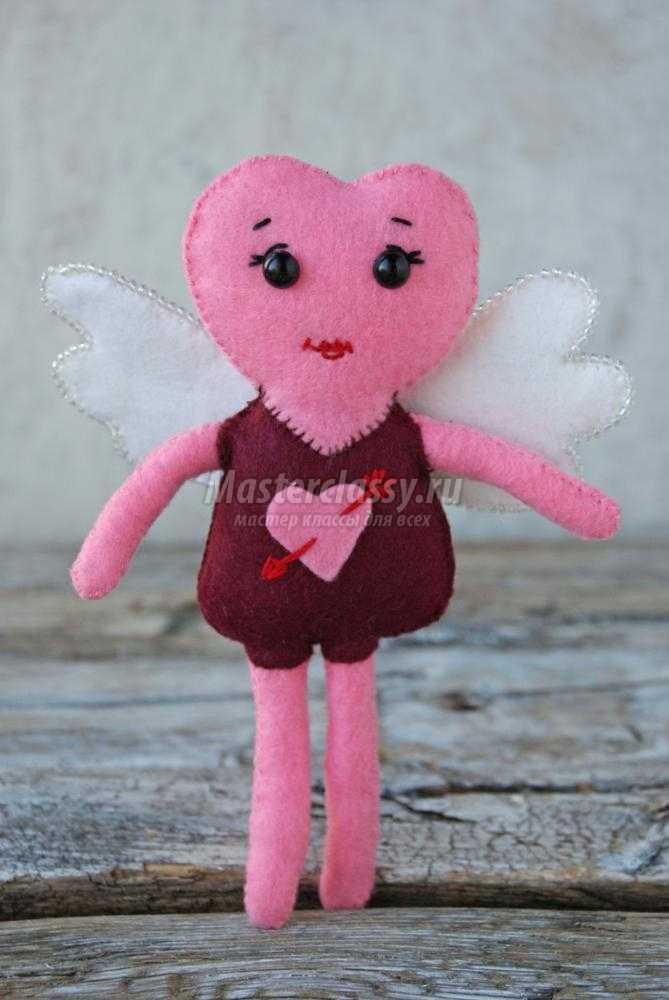 куколка из фетра ко Дню Валентина