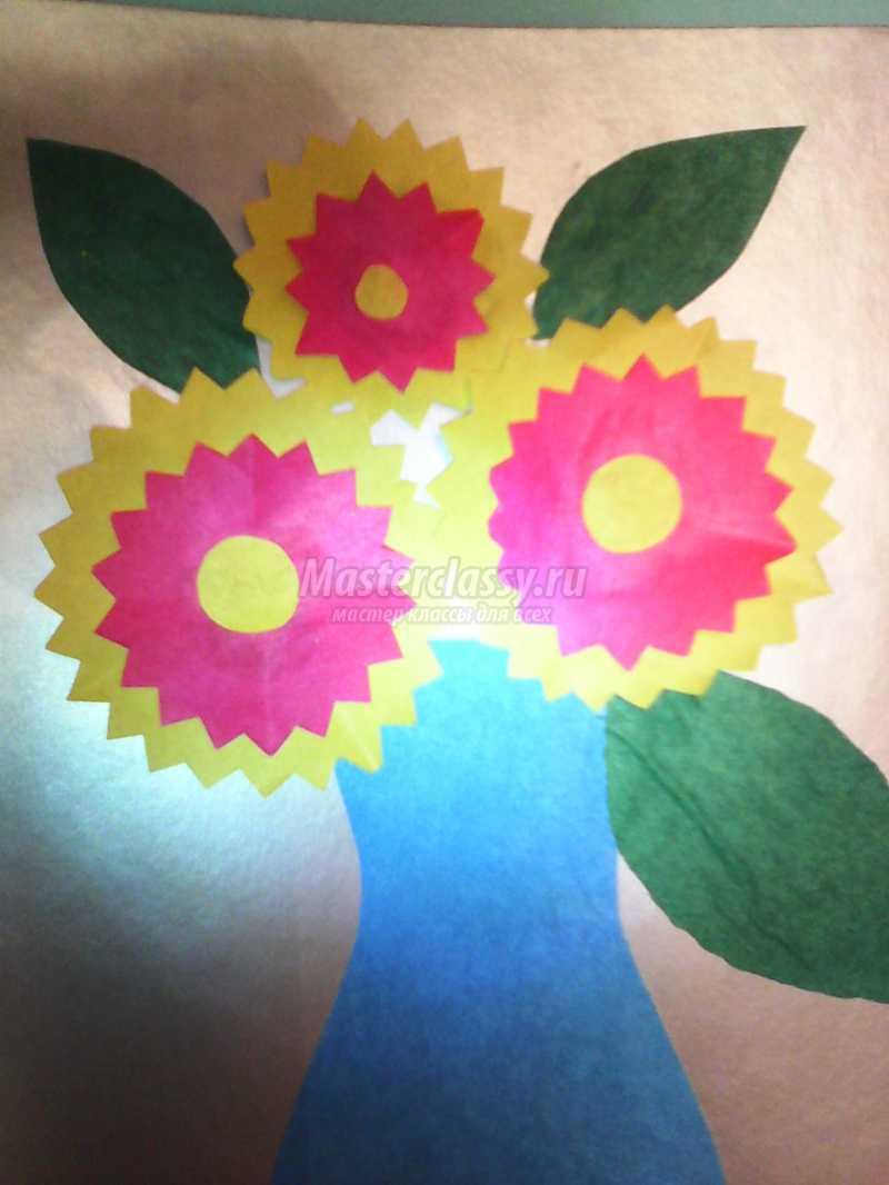 Открытка ваза с цветами к 8 марта
