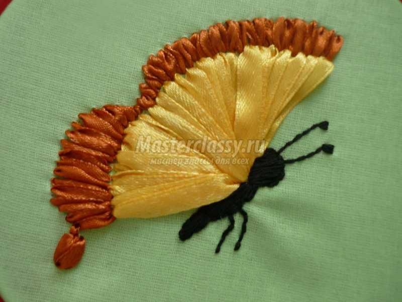 Вышивка лентами бабочки пошагово