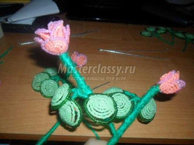 декоративный кустик роз из бисера