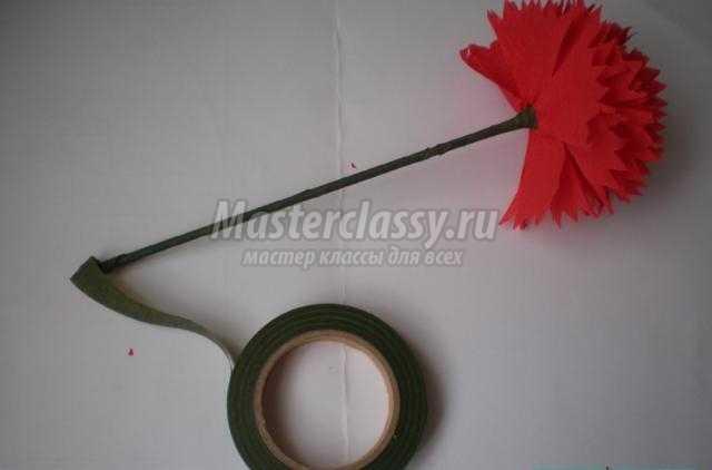 гвоздики из гофрированной бумаги ко Дню Победы