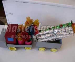 Машина из бросового материала с конфетами. Мастер-класс