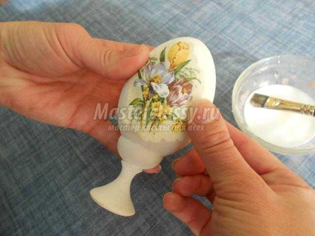 декупаж. Декор пасхального яйца скорлупой