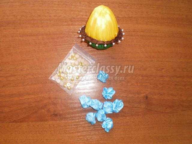 пасхальный сувенир. Яйцо из атласных лент