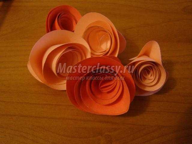 открытка из бумаги. Розы в вазе