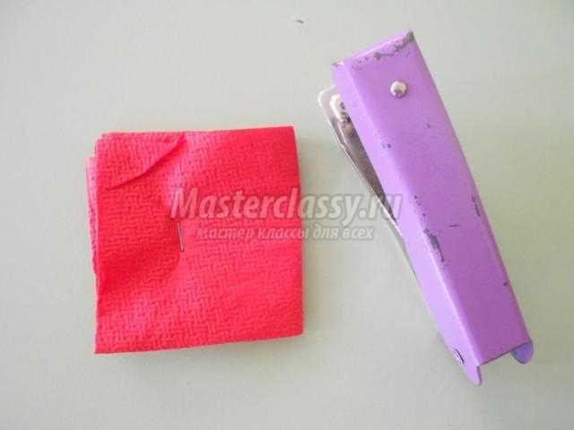 аппликация из бумаги и ткани. Букет гвоздик