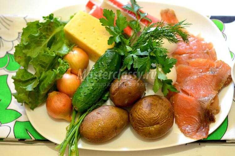 салат с крабовыми палочками и сёмгой
