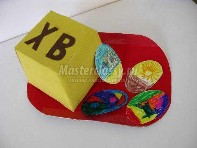 пасхальная композиция из бумаги. Кулич с яйцами