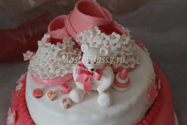 двухъярусный торт для девочки. Туфельки