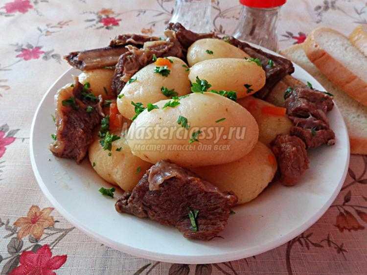 молодая картошка с говядиной