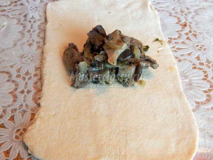 открытые слойки с грибами