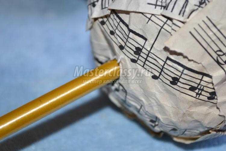 музыкальный топиарий с розами из нотной бумаги