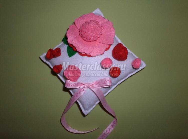 свадебная подушечка для колец из фетра