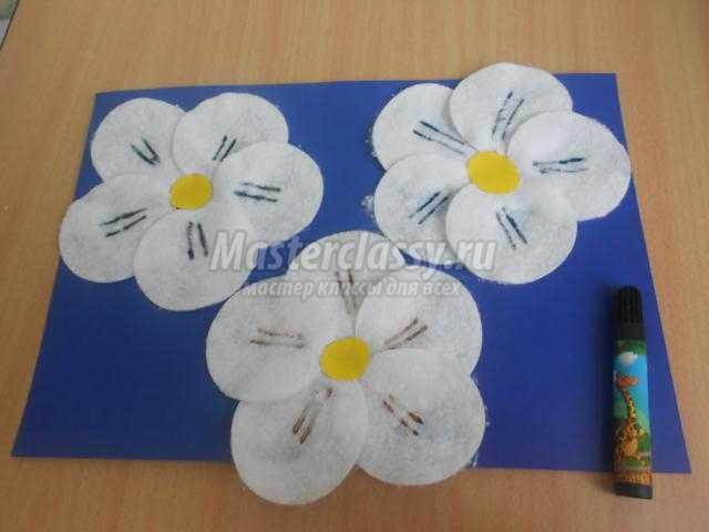 открытка из ватных дисков. Цветущий месяц май