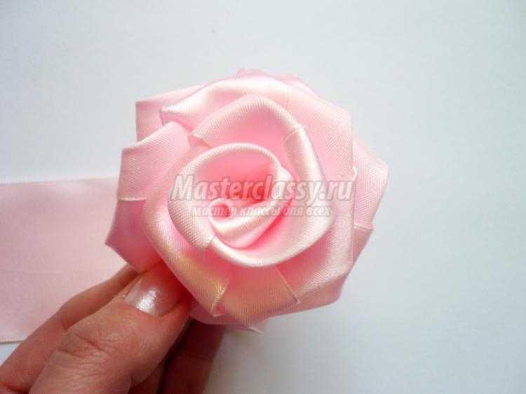 пышная роза из атласной ленты