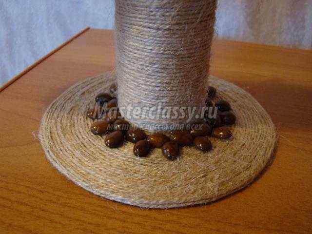 подставка для браслетов из шпагата и кофейных зерен