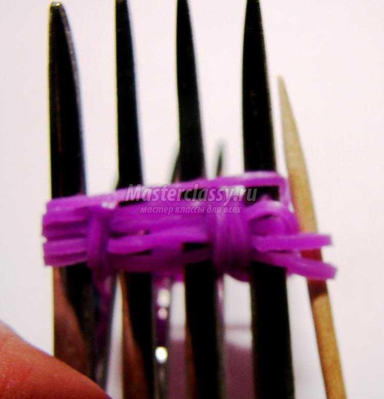 брелок из резинок на вилках. Розочка