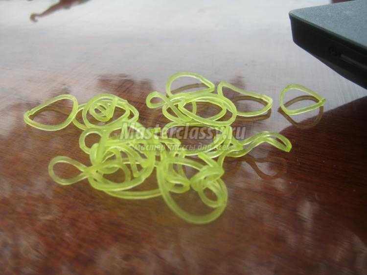 плетение браслета из резинок крючком