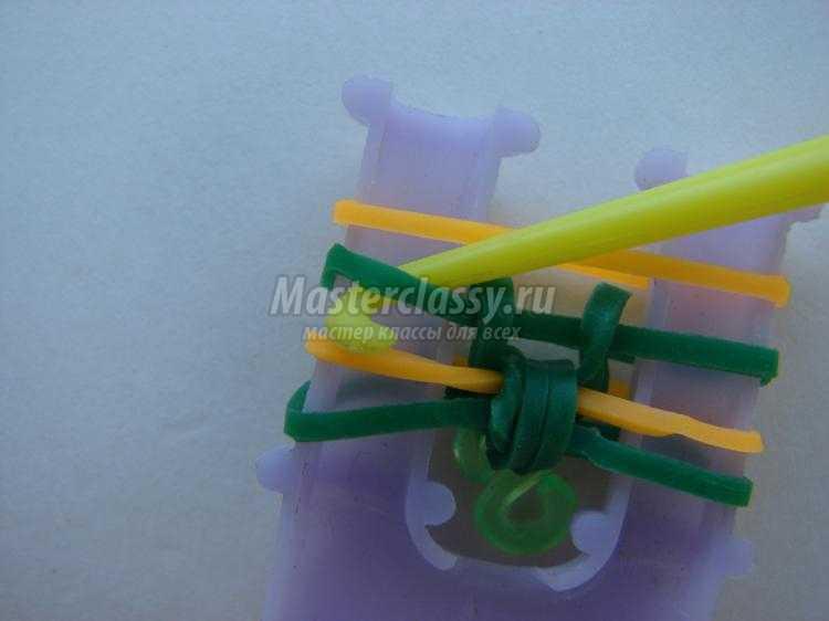 браслет из резинок на рогатке. Бантик