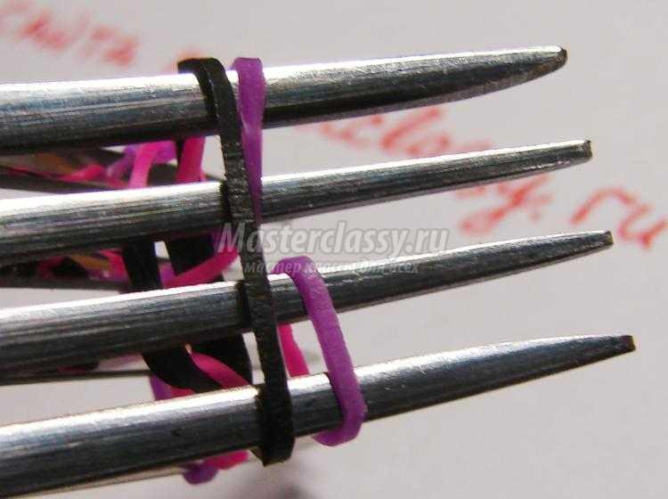 браслет из резинок на вилках. Колечки