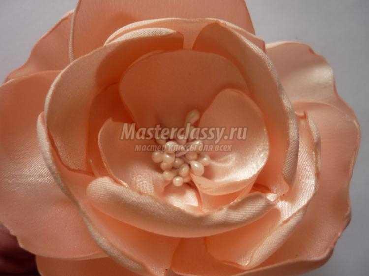 заколка с цветами из атласа и органзы