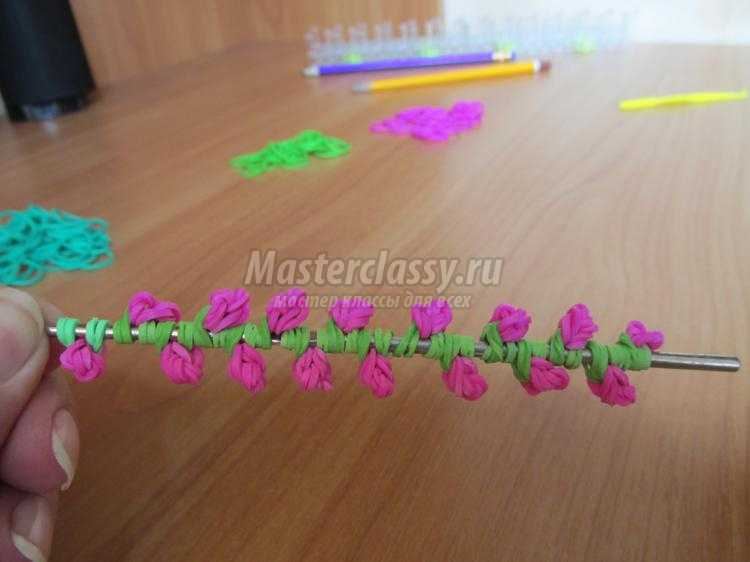 браслет из резинок на станке. Куст цветущих роз