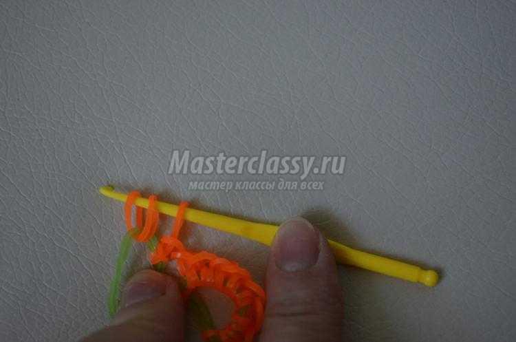 браслет из резинок крючком. Монетный двор