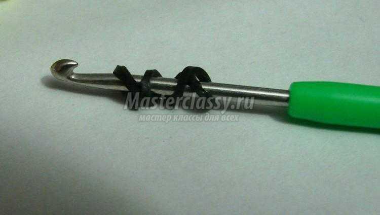 широкий браслет из резинок крючком